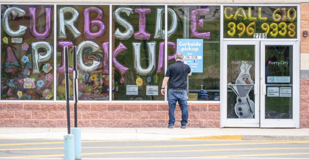 Party City Curbside Pickup Sign Berks County, Pennsylvania - May 12, 2020: Employee post sign for curbside pickup at Party City curbsidepickup stock pictures, royalty-free photos & images