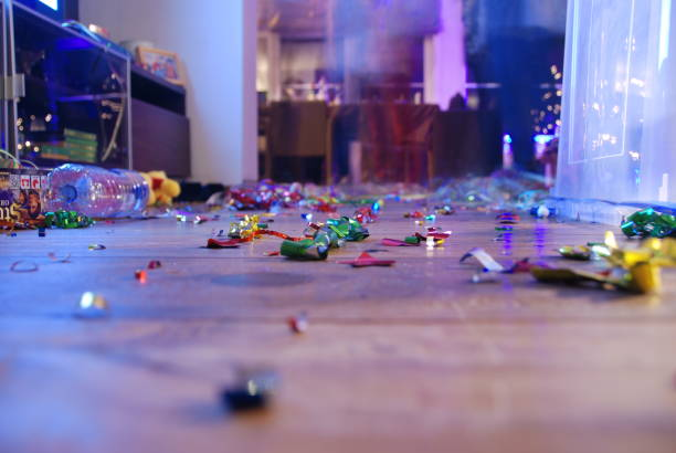 party konfetti lebendige durcheinander - shabby deko stock-fotos und bilder