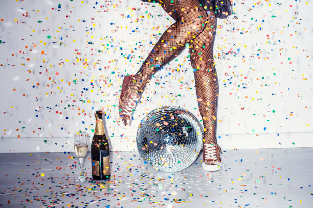 party detail with woman legs - girls party zdjęcia i obrazy z banku zdjęć