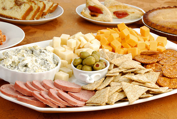 party-speisen - wurst käse dips stock-fotos und bilder