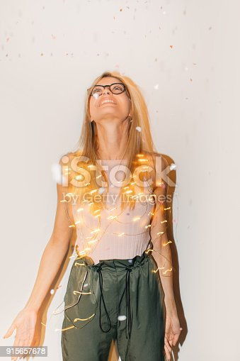 istock Party girl 915657678
