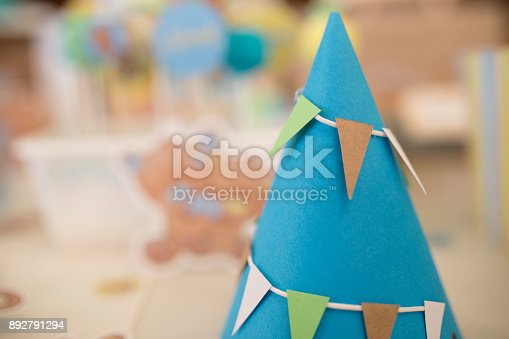 1135969446 istock photo Party hat background 892791294