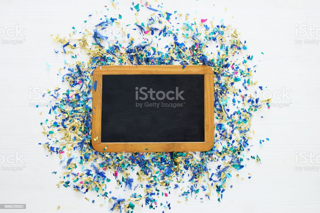 party isolated background with colorful confetti and blackboard foto stock royalty-free