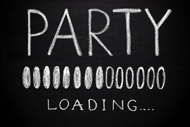 party-laden - kreidetafel zitate stock-fotos und bilder