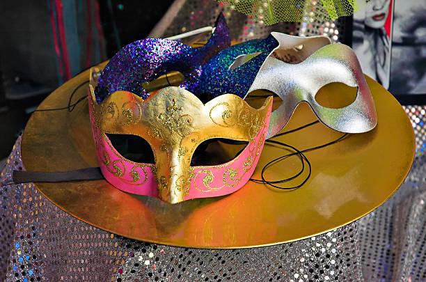 party-masken - rosa camo party stock-fotos und bilder