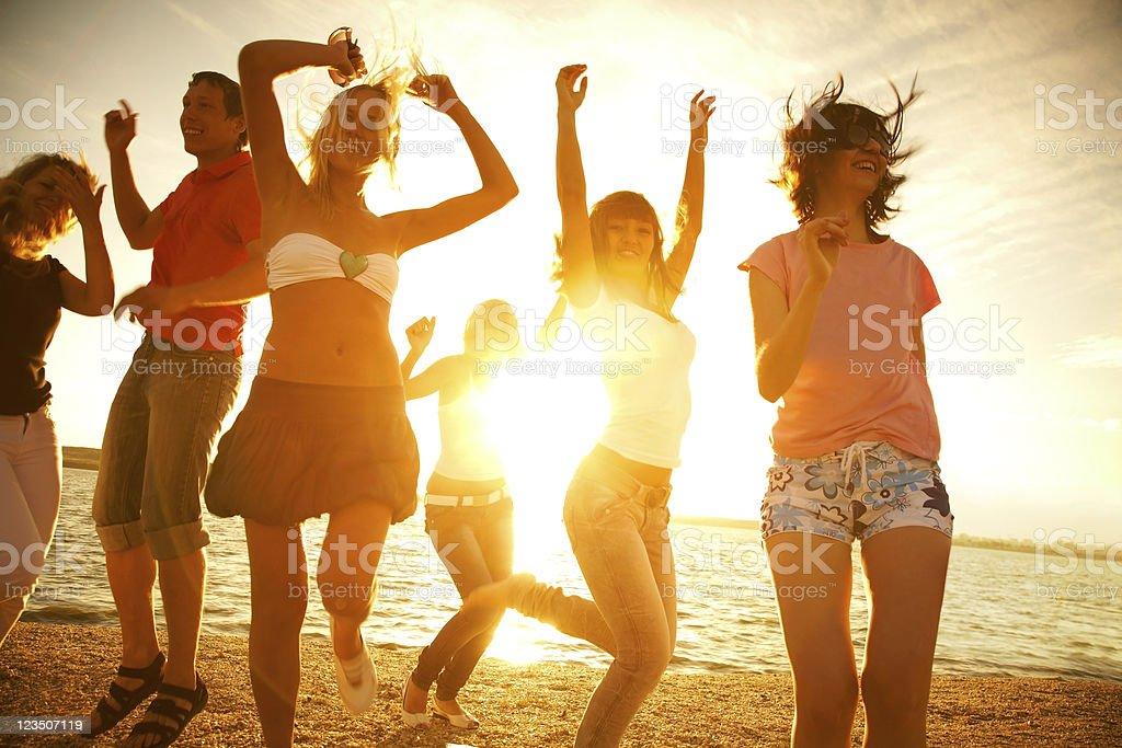 Fiesta en la playa foto de stock libre de derechos