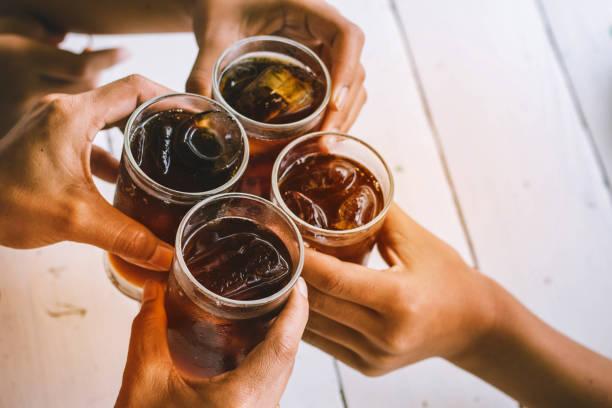 la fête - boissons gazeuses photos et images de collection