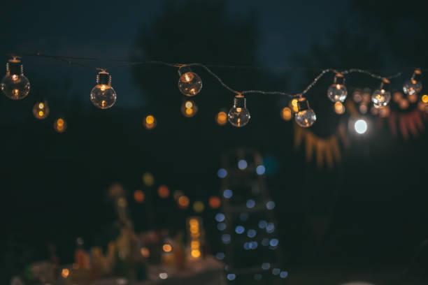party - terrassen lichterketten stock-fotos und bilder