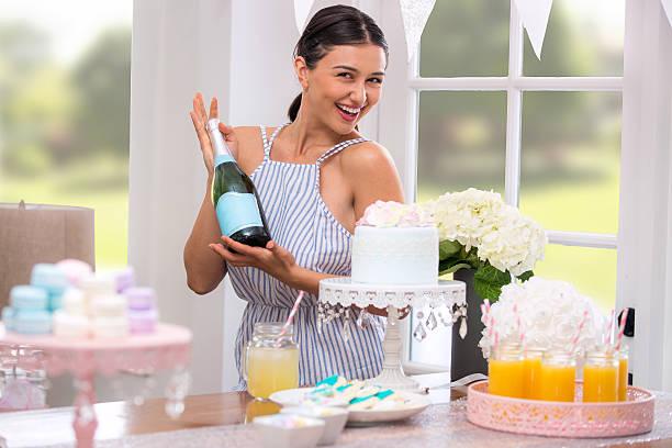 party planner champagne mimosa brunch birthday bridal baby shower party - brautparty kuchen stock-fotos und bilder