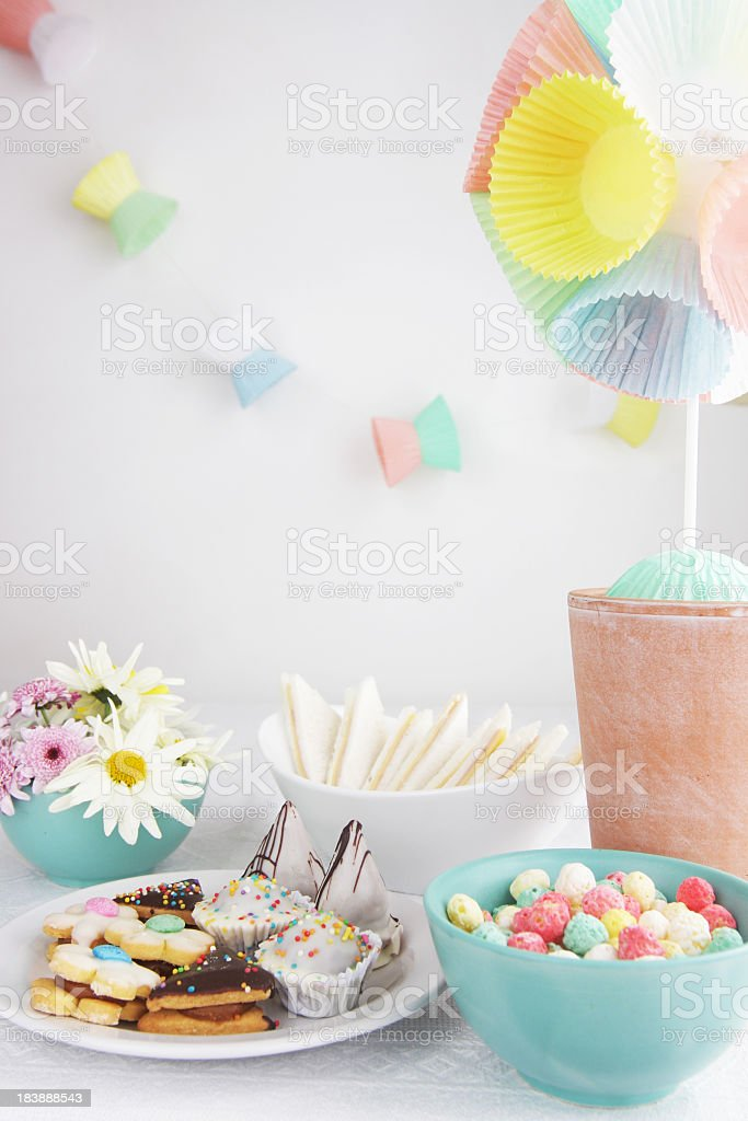 Party table with daisies, cupcake liner topiary and garlands royalty-free stock photo