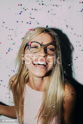 istock Party with a confetti 915658562