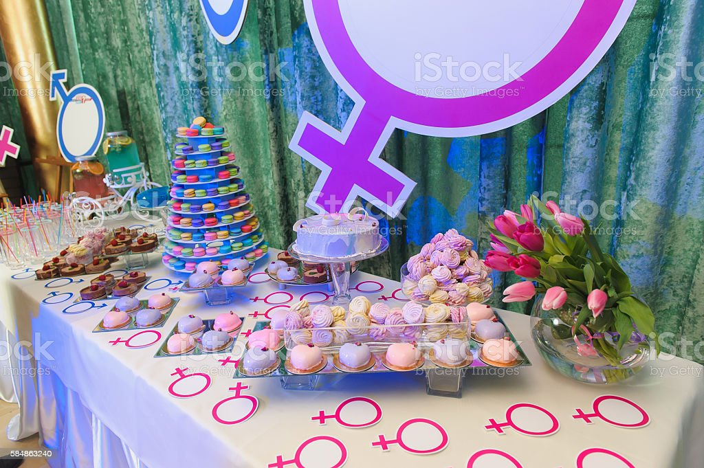 Party With Macaroon Tower And Cakes Lizenzfreies Stock Foto