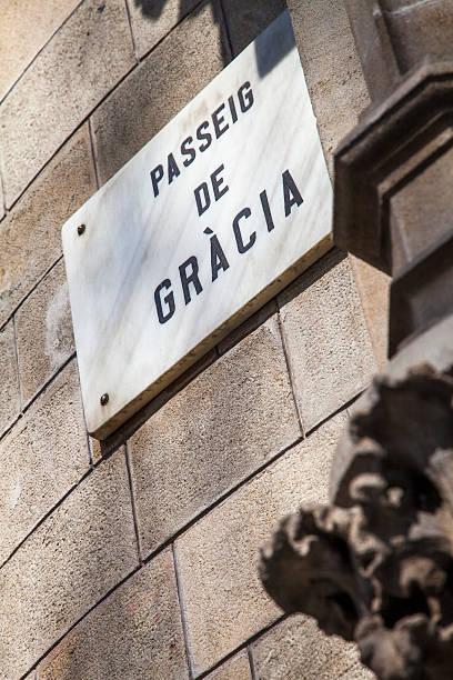 paseo de gracia avenue, the luxury street of barcelona - carlosanchezpereyra fotografías e imágenes de stock