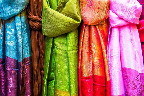 Pashminas en el mercado árabe - foto de stock