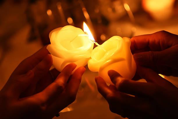 pass the fire of candles - hand tänder ett ljus bildbanksfoton och bilder