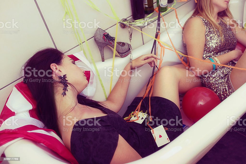 Passed out in the bathtub Real party of guys and girls getting drunk 20-24 Years Stock Photo