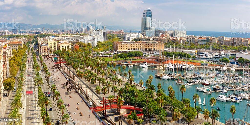 Paseo colón en Barcelona, Cataluña, España - foto de stock