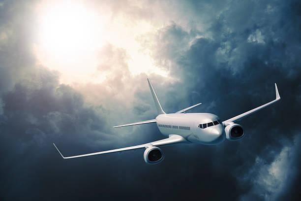 passenger airplane flying in storm - 亂流 個照片及圖片檔