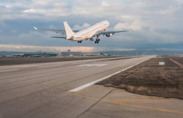 Passagier Flugzeug Landung – Foto