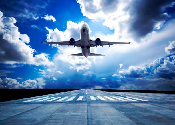 Passagierflugzeug hebt ab – Foto