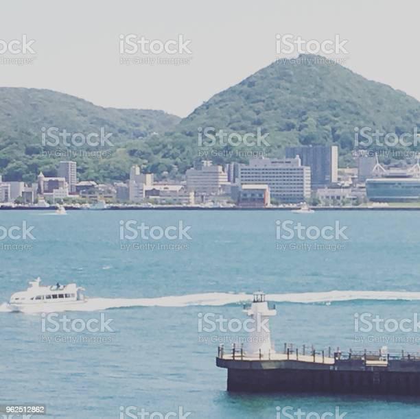 Foto de Mar E Barco De Passageiro e mais fotos de stock de Céu - Fenômeno natural