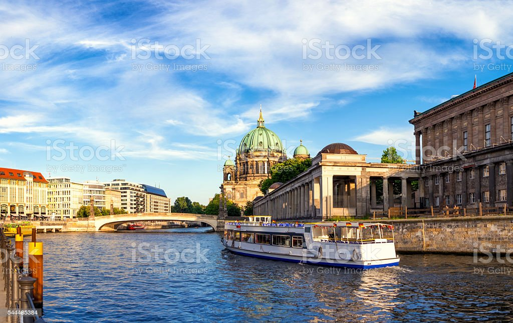 Passenger boat on River Spree in Berlin – Foto