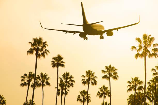 Pouso de aviões de passageiros - foto de acervo