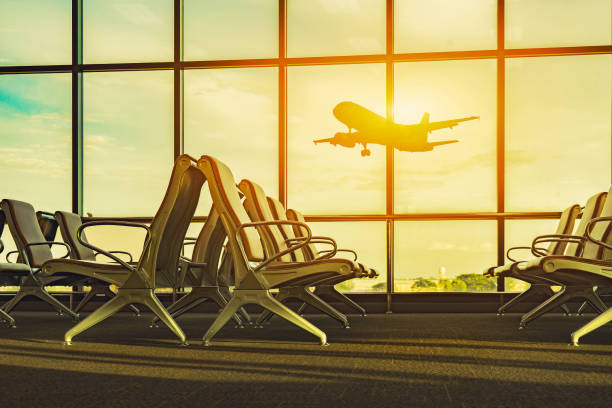 Beifahrersitz in Abflughalle für Flugzeug sehen, Blick vom Flughafen terminal.sun Licht in Vintage selektiven Fokus, Verkehr und Reisen Farbkonzept – Foto