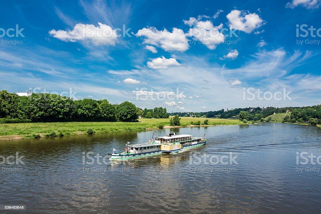 Passagierschiff auf der Elbe in Dresden – Foto