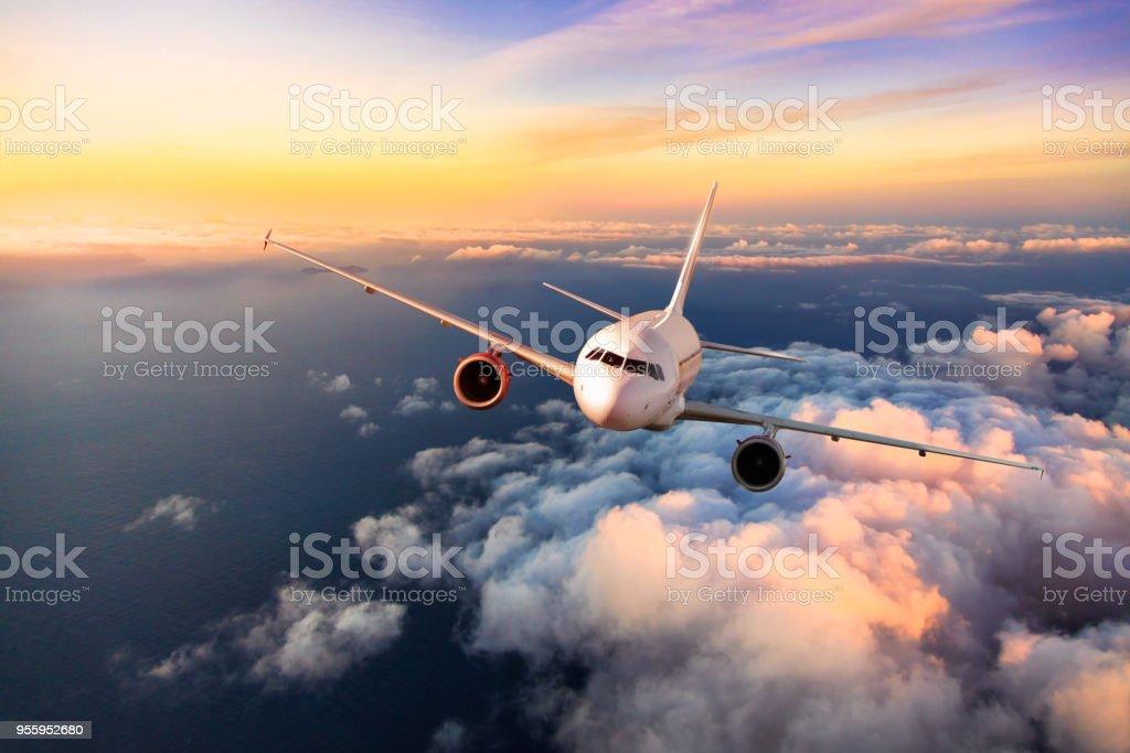 승객 상업 비행기 구름 위의 비행 - 로열티 프리 공중 뷰 스톡 사진