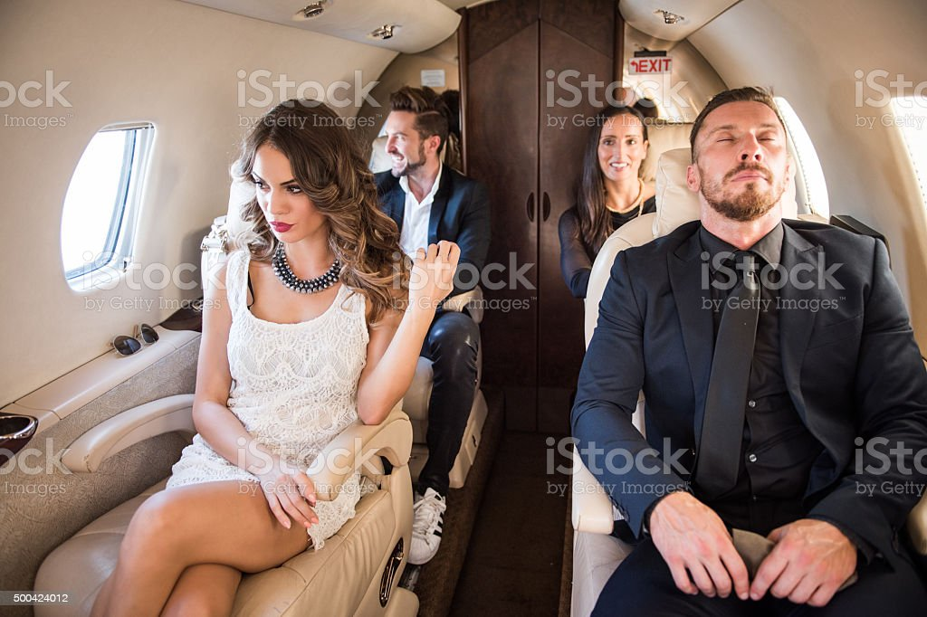 Les passagers en classe affaires sur un avion à réaction - Photo