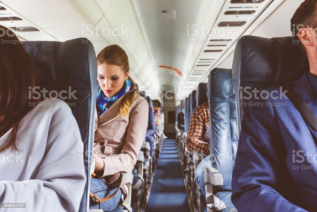 Passagiere auf Sitz während des Fluges Lizenzfreies stock-foto