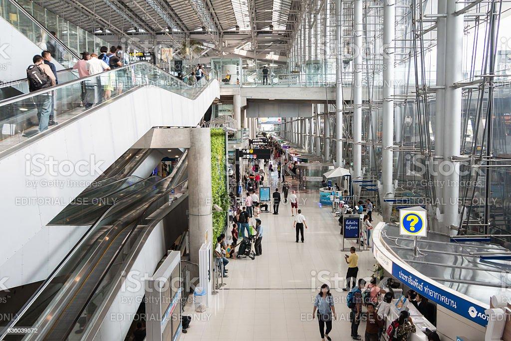 Passengers walking in Suvanap - foto de stock