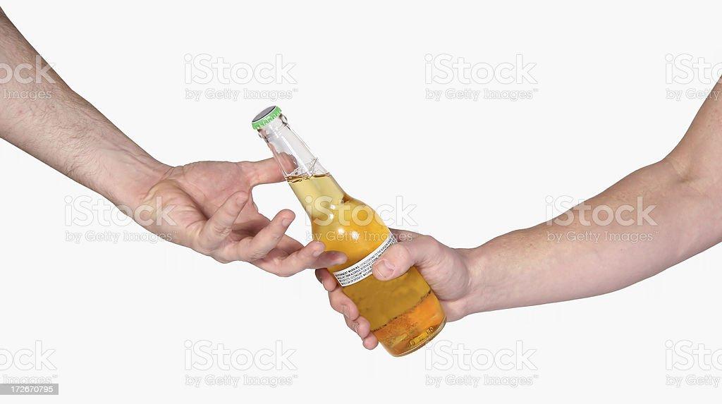 Passant une bière - Photo