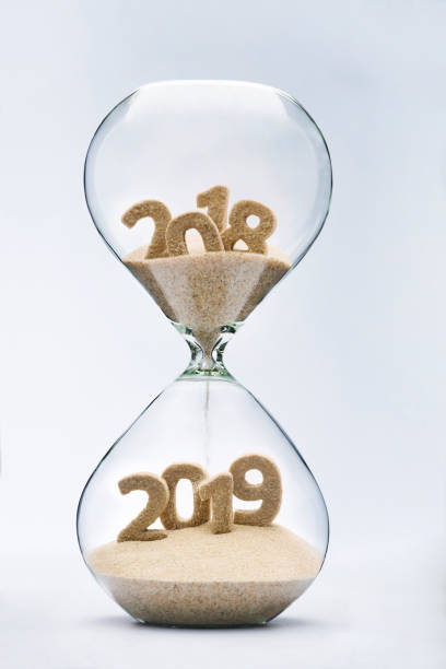 passeren in new year 2019 - 2018 stockfoto's en -beelden