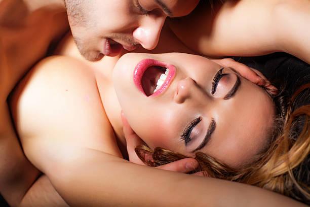 pasión - desnudos fotografías e imágenes de stock