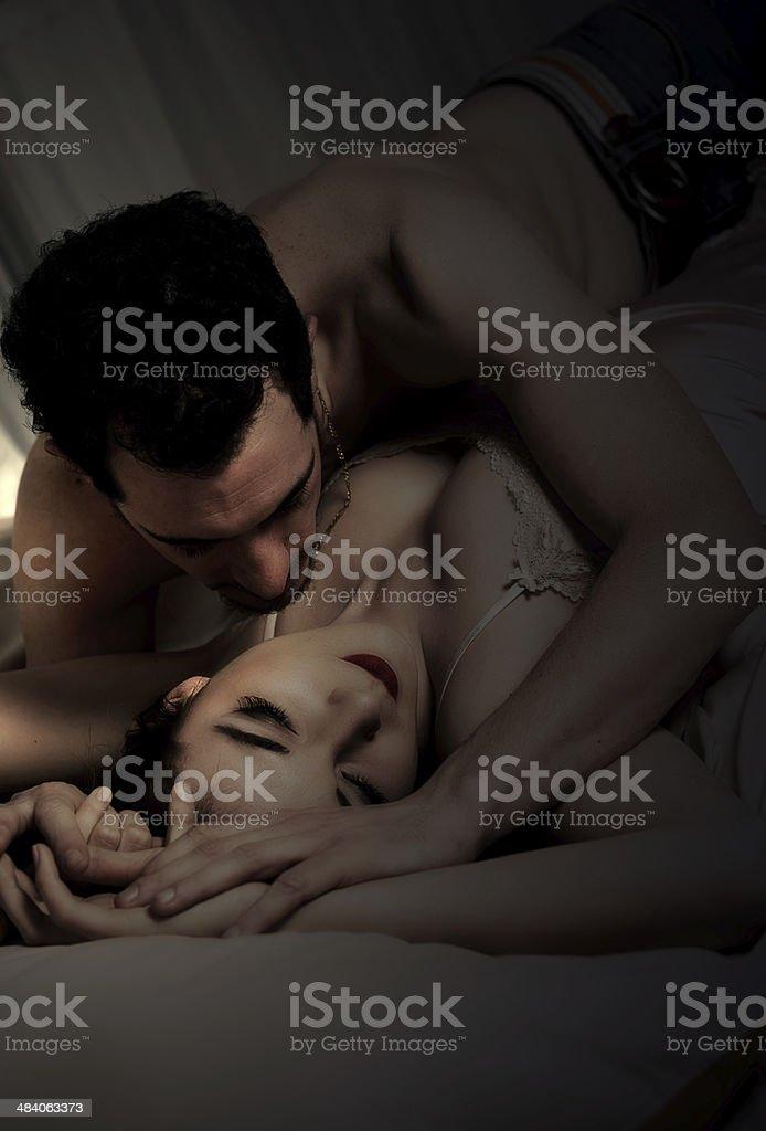 Страсти молодых в постели видео