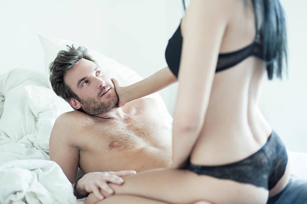 leidenschaftlich paar - tantra massage stock-fotos und bilder