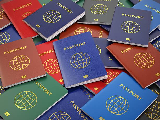 Pasaportes, de diferentes tipos. Viaje Turismo o concepto BAC aduana - foto de stock