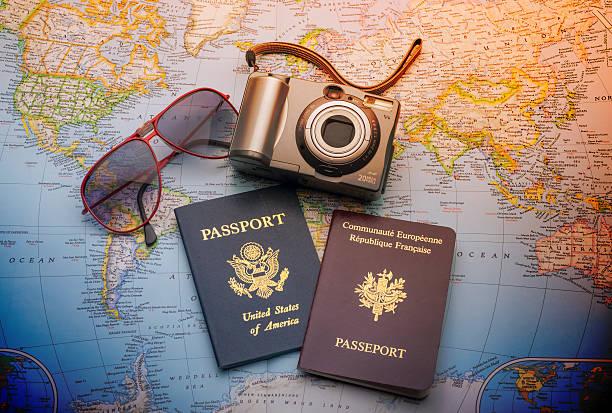 pässe für world travel - deutschland usa stock-fotos und bilder