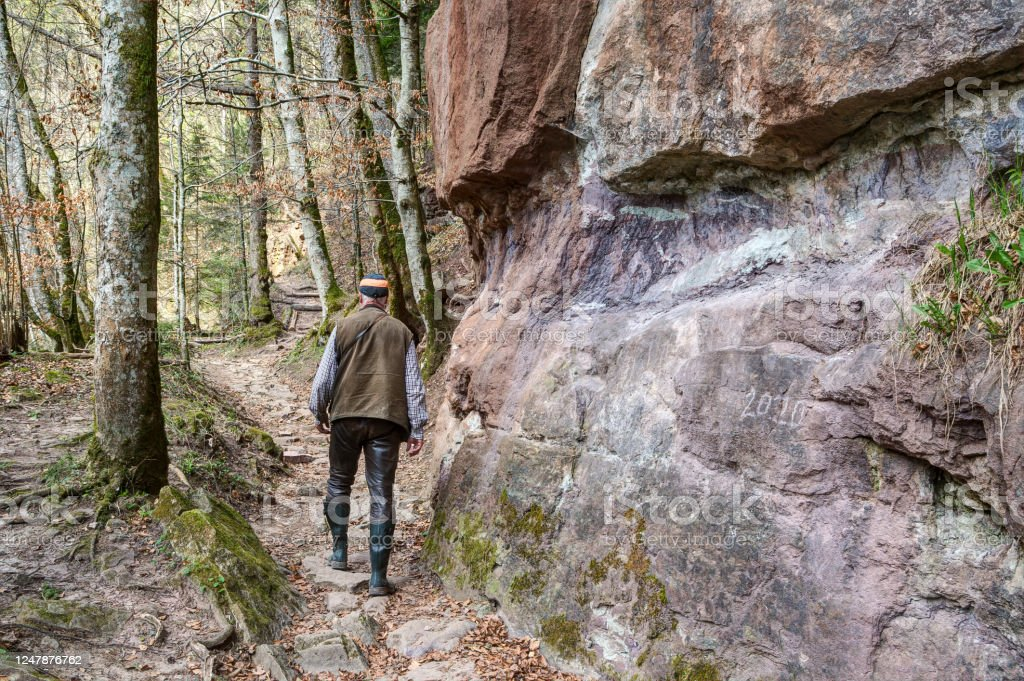Past smooth rock faces. - Royalty-free Active Lifestyle Stock Photo