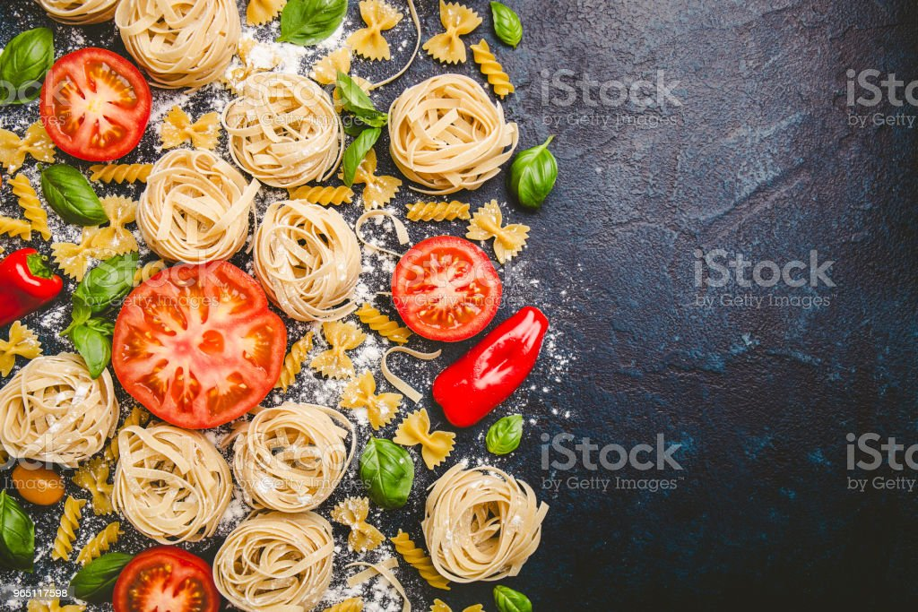 Pasta and fresh vegetables scattered in flour zbiór zdjęć royalty-free