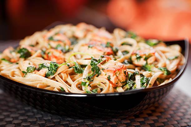 Pasta Collection-Fettuccine mit Lachs und Spinat – Foto