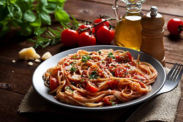 prato de macarrão - comida italiana - fotografias e filmes do acervo