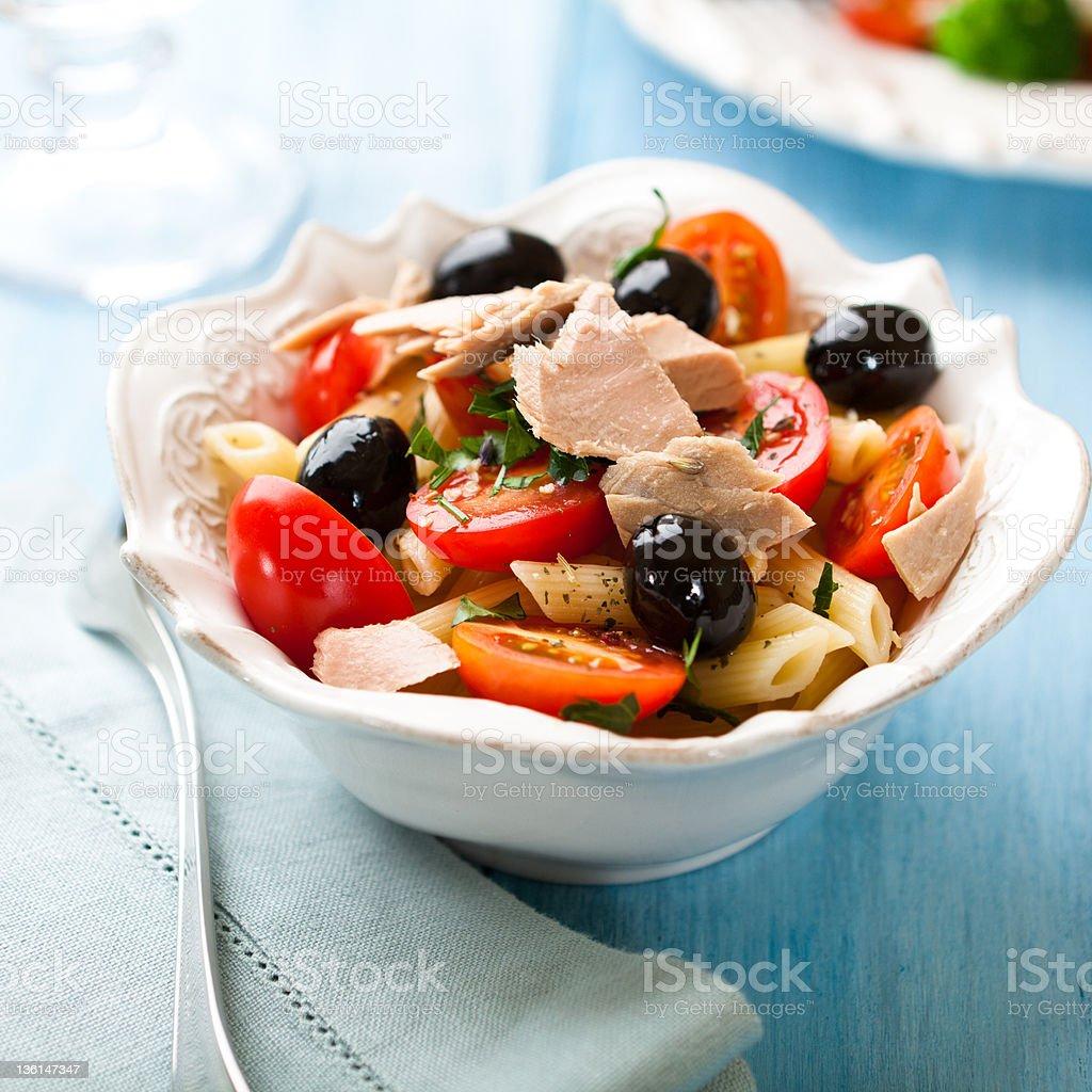 Ensalada de Pasta con atún - Foto de stock de Aceituna libre de derechos