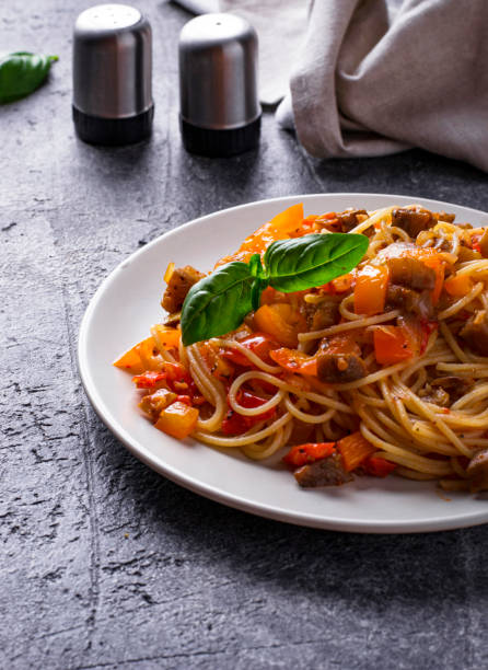 Pasta with eggplant, pepper and tomatoes – zdjęcie