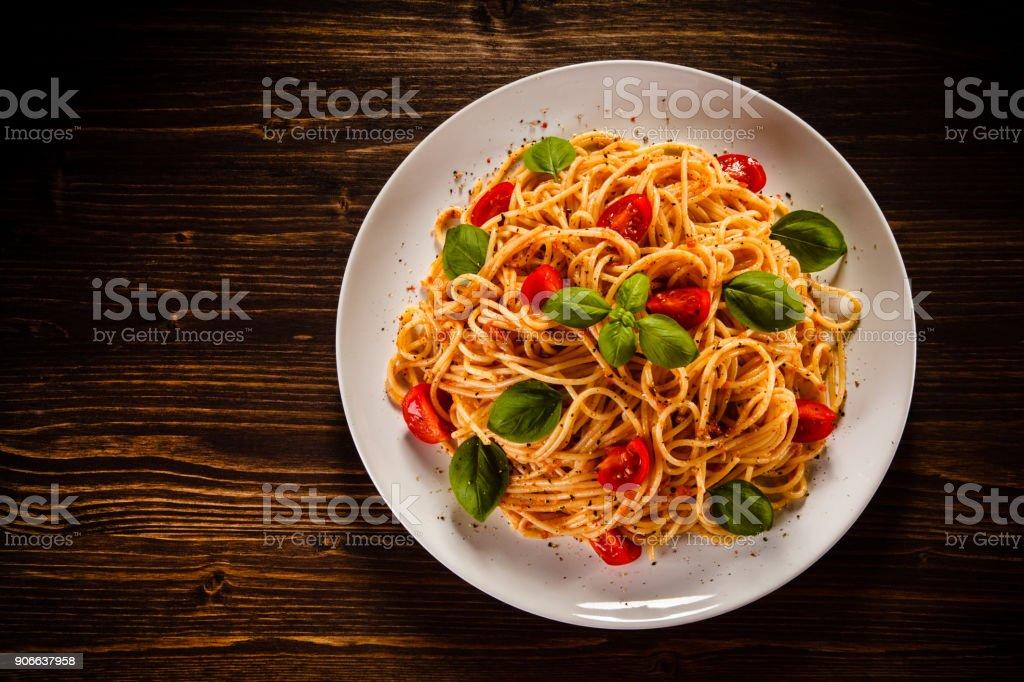 Nudeln mit Fleisch und Gemüse – Foto