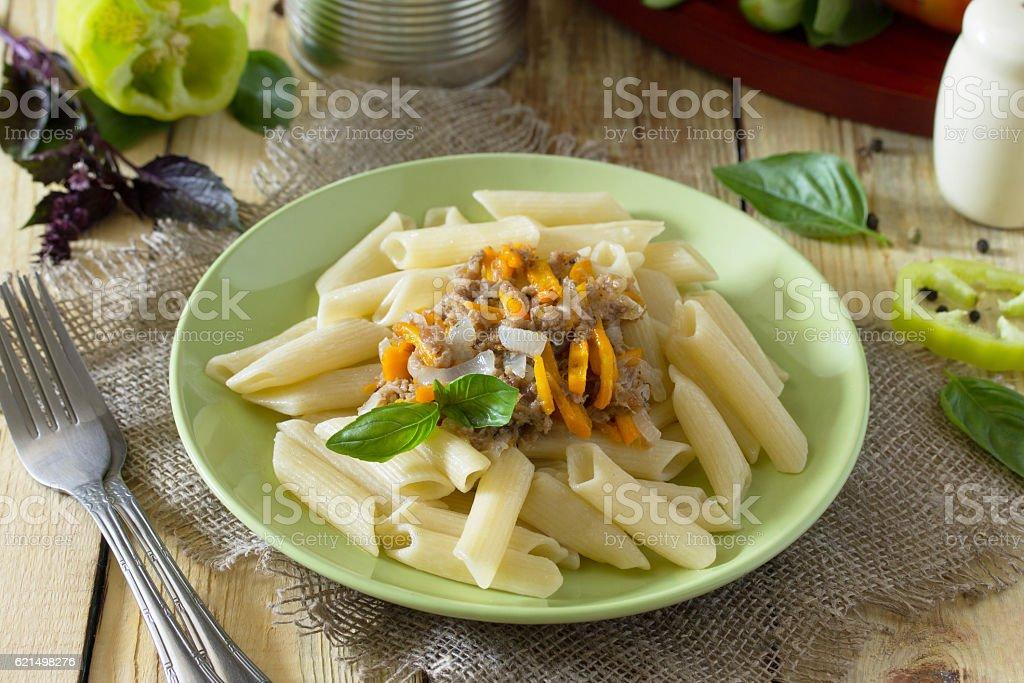 Pasta with minced meat in a frying pan Lizenzfreies stock-foto