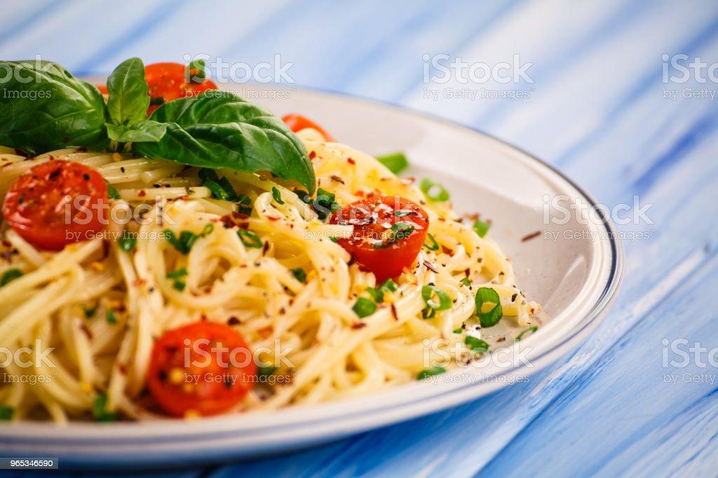 Pasta with pesto sauce and vegetables zbiór zdjęć royalty-free