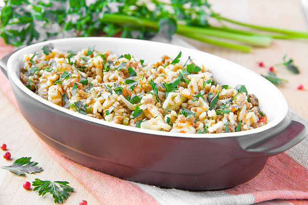 pasta mit ragu von fleisch und gemüse - gemüseauflauf mit hackfleisch stock-fotos und bilder
